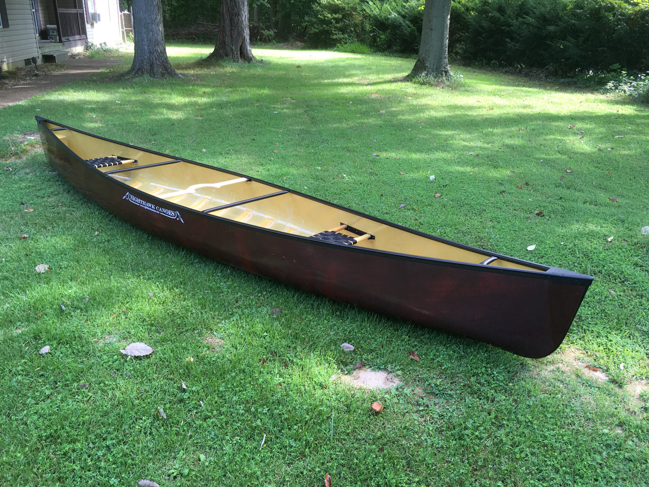 Leo 17 canoe, Red Hybrid Carbon, black trim